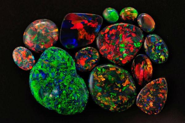 多色「火彩」閃閃發亮之澳洲黑澳寶(Black Opal)- 緣飾天然水晶 Khicas Gems Jewelry